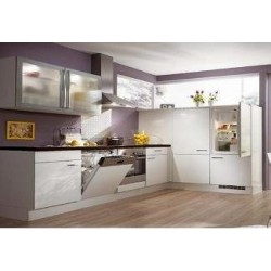 (40) Hoogglans Keuken met Design Glaskasten